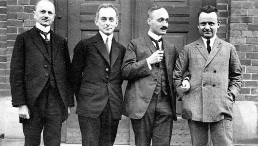 Гёттингенские профессора-физики (1923): Макс Рейх, Макс Борн, Джеймс Франк и Роберт Поль