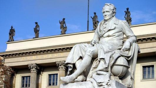 Памятник Гумбольдту перед Университетом Гумбольдтов в Берлине. Фото:  Humboldt-Universität, Heike