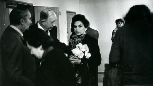 В.С. Столбов в центре, справа Н. Малиновская (с букетом после защиты диссертации), слева - академик Степанов, 1980