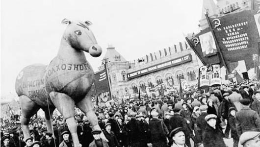 Демонстрация в Москве в 1934 году. Фото из Архива и библиотеки рабочего движения в Осло